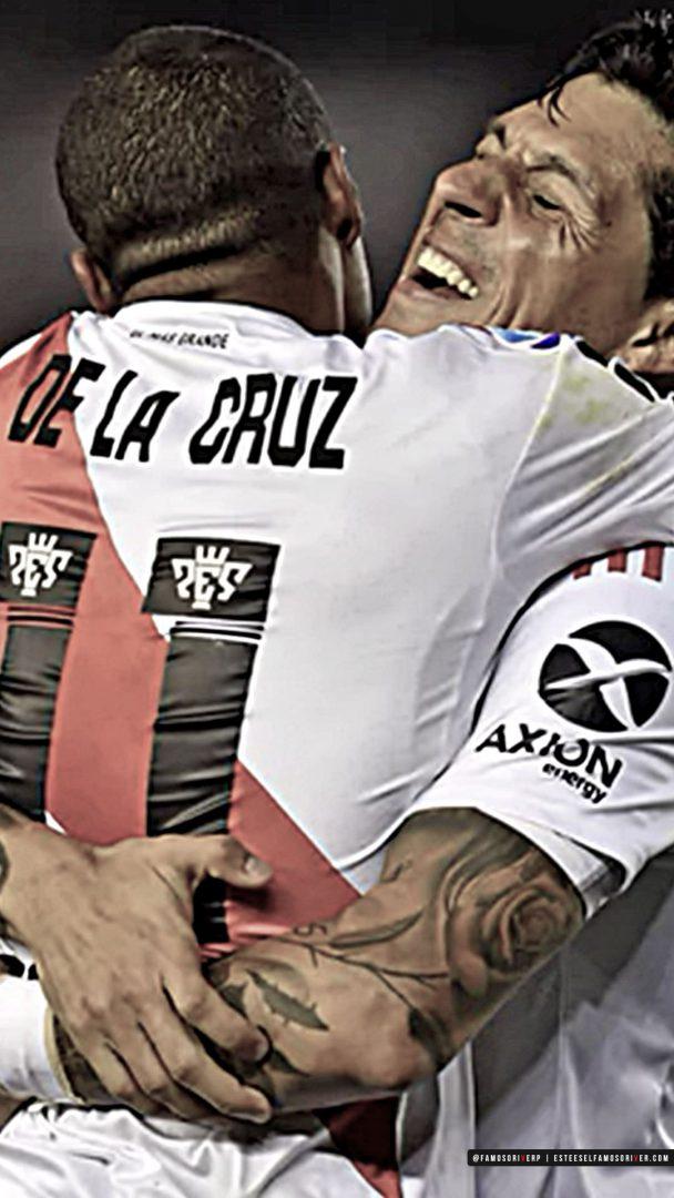 imagenes-de-river-plate-para-fondos-de-pantalla-para-celular-wallpaper-de-river-Enzo De La Cruz - Abrazo